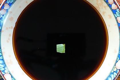 Milde, dunkle, malzig-würzige Sojasauce 'Kecap Tim Ikan'