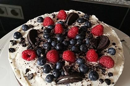 Schoko-Oreo-Torte mit frischen Beeren 1
