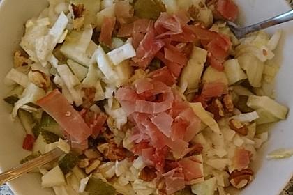 Jullis Chicorée mit Birnen, rohem Schinken und Gorgonzola-Dressing