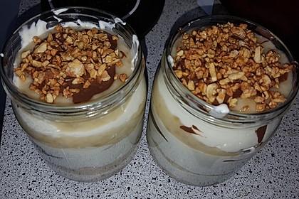 Schoko-Bananen Dessert mit Haselnusskrokant (Bild)