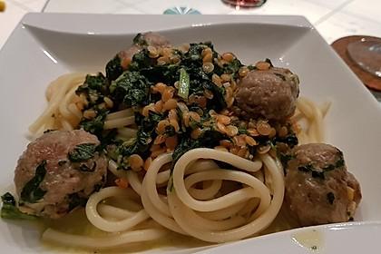 Spaghettini mit Linsen, Spinat und Bratwurstbällchen