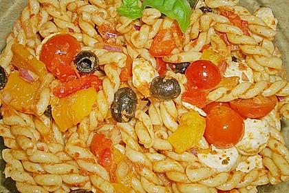 Mediterraner Spaghettisalat mit Pesto rosso 24