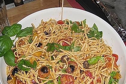 Mediterraner Spaghettisalat mit Pesto rosso 13