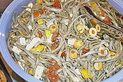 Mediterraner Spaghettisalat mit Pesto rosso 30