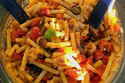 Mediterraner Spaghettisalat mit Pesto rosso 17