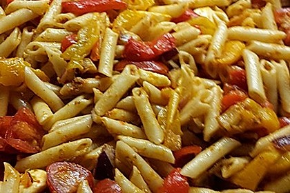 Mediterraner Spaghettisalat mit Pesto rosso 20
