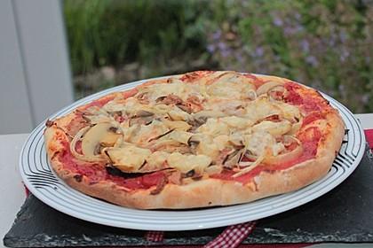 Pizza mit Thunfisch 9