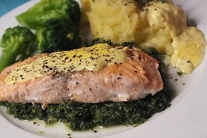 Gebratener Lachs auf Grünkohl mit Zitronensenfsauce 1
