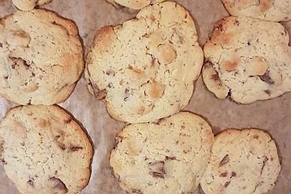 Cookies mit weißer und dunkler Schokolade und Nüssen (aus den USA) (Bild)