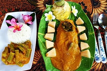 Fischsambal mit Ambarella-Sauce und Okra auf Pak-Choi