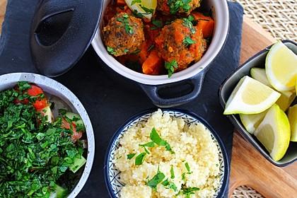 Marokkanische Tajine mit Süßkartoffeln, Couscous und Petersiliensalat