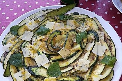 Sommerlicher Zucchini-Zitronen-Salat