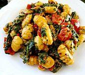 Gnocchi mit Spinat und Tomaten (Bild)