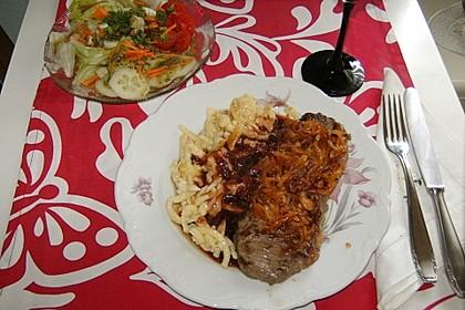 Zwiebelrostbraten mit Kässpätzle und Rotweinsößle