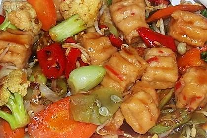 Gebratenes Gemüse mit würzig-scharfen Hühnerfleisch-Bällchen mit leckerer Austernsauce - Cap Cay Bakso Ayam pedas ala Warung Ibu Ani