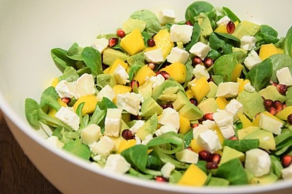 Feldsalat mit Avocado, Mango, Granatapfel und Ziegenkäse 1