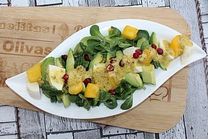 Feldsalat mit Avocado, Mango, Granatapfel und Ziegenkäse