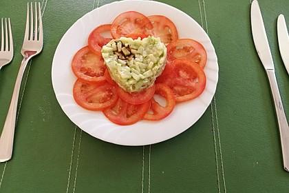Gurkentatar auf Tomatencarpaccio (Bild)
