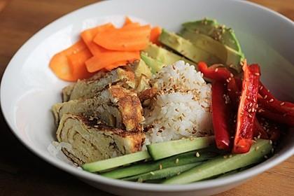 Sushi-Schüssel mit Tamagoyaki 1