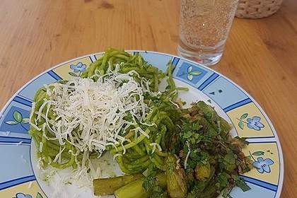 Bärlauch-Avocado-Pesto an grünem Spargel und Spaghetti à la Colucci