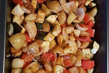 Ofenkartoffeln mit Gemüse und Parmesan (Bild)