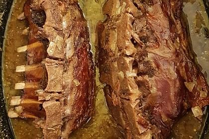 Wildschweinkasseler mit Backpflaumen-Wacholder-Soße