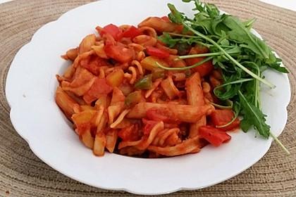 Scharfe Nudel-Paprika-Pfanne
