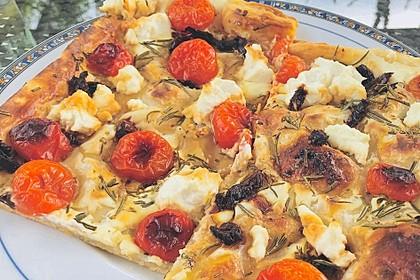 Monikas Blätterteigpizza mit Ziegenkäse, frischem Rosmarin und Honig