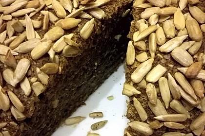 Sesam-Sonnenblumen-Brot mit Hanfmehl