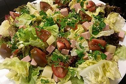 Blattsalat mit sommerlichem Zitronen-Olivenöl-Dressing