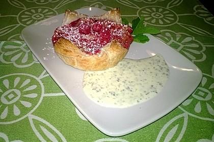 Himbeer-Mascarpone-Minitarte mit Caipirinha-Schäumchen