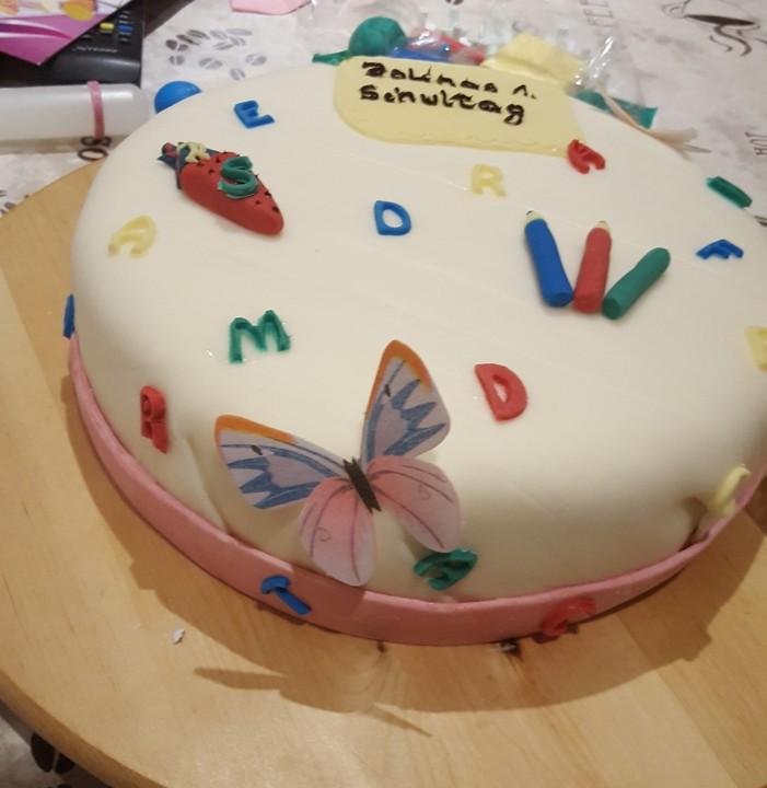 Schoko Zitronen Torte Mit Fondant Von Laurastorten Chefkoch De