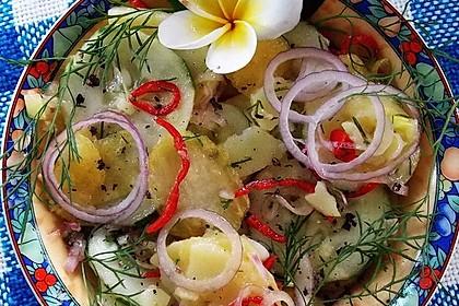 Gemischter Gurkensalat mit Kartoffeln und Ambarella