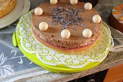 Mousse au Chocolat Torte mit Erdbeeren