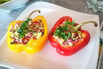 Ofen-Paprika mit Zucchini-Feta-Füllung