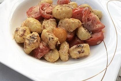 Gnocchi mit Tomaten und Ziegenfrischkäse (Bild)