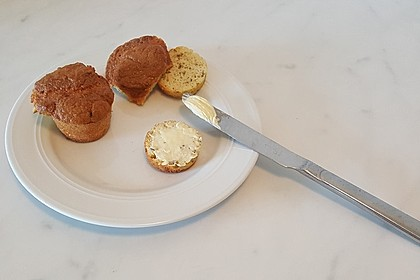 Keto-Brot mit Rosmarin, Knoblauch und Kokosmehl