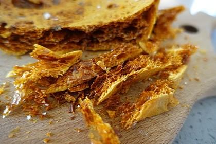 Honeycomb oder Sponge Toffee - englische Dessertdekoration