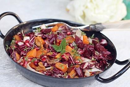 Salat aus gerösteten Süßkartoffeln und Walnüssen mit frischer Minze