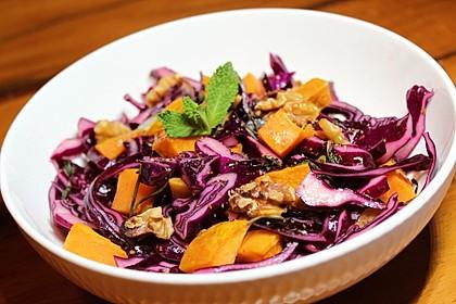 Salat aus gerösteten Süßkartoffeln und Walnüssen mit frischer Minze 1