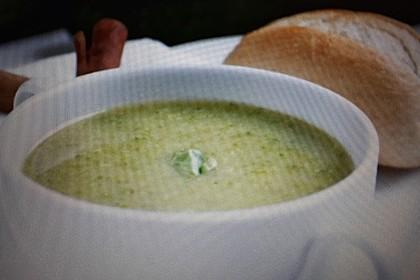 Zucchinisuppe (Bild)