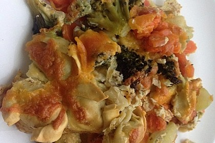 Tortellini-Brokkoli-Möhren-Auflauf (Bild)