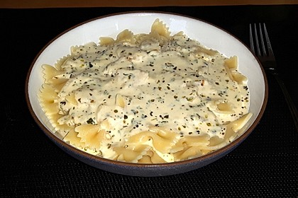 Farfalle mit Käse-Kräuter-Sauce (Bild)
