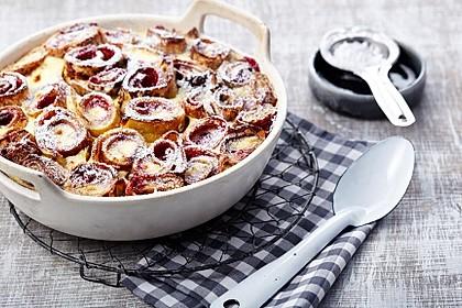 Überbackene Pfannkuchen mit Fruchtfüllung