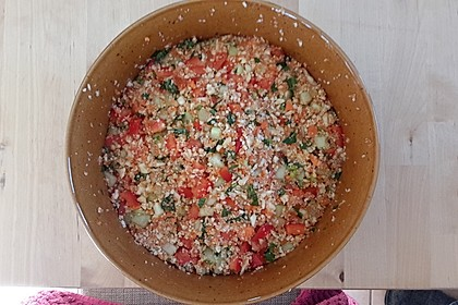 Low carb Couscous-Salat aus Blumenkohl