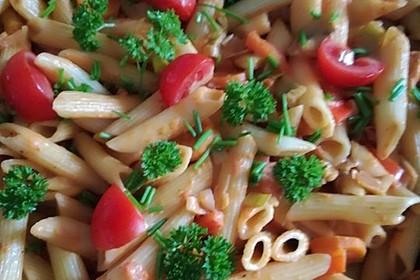 Gemüse-Nudel-Pfanne mit frischem Gemüse