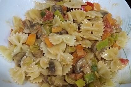 Gemüse-Nudel-Pfanne mit frischem Gemüse 1