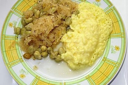 Sauerkraut mit dicken Bohnen und Kartoffelstampf