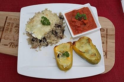 Gefüllte Paprika mit Ei, Schafskäse und Zucchini