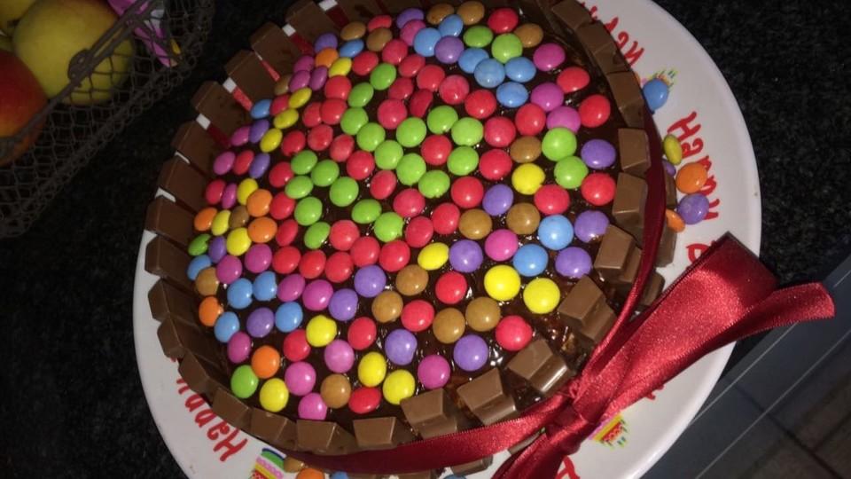 Bunte Smarties Schokoladen Geburtstagstorte Von Murielle1611